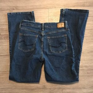 Levi's mid rise boot cut totally slimming jeans 8m